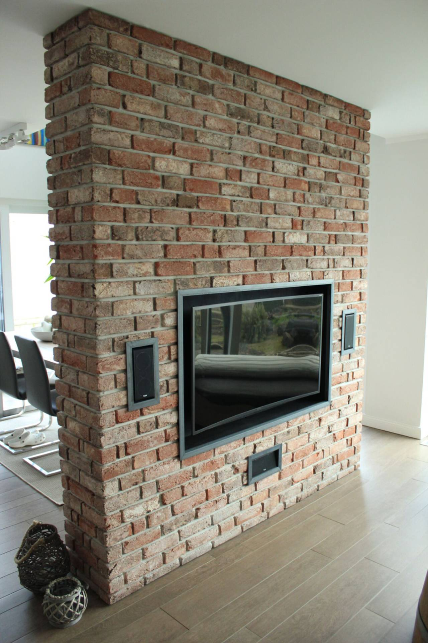 Steinwand, Fernsehwand innen mit Steinriemchen