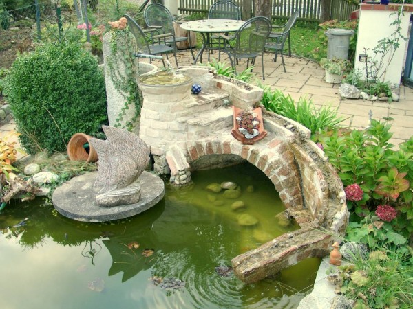 Garten-Springbrunnen-Wasserlauf-Klinkerreste-03