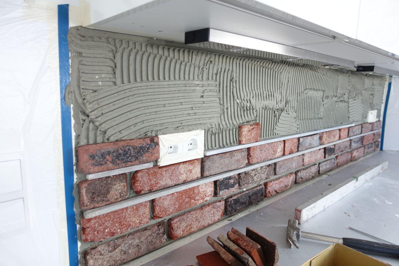 Steinwand-Kueche-Verarbeitung-2