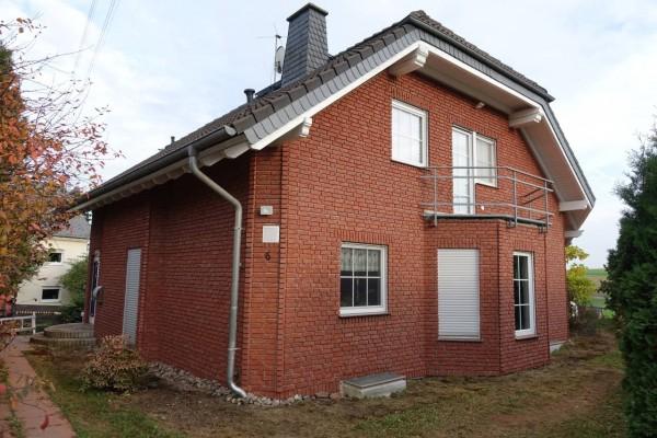 Hausfassade-Riemchen-Rubinrot-06